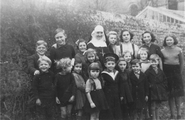 Photo:NURSERY GROUP WITH NUN - 1942 (Front Vickey Delaney(Stonehouse),Bob Stonehouse in uniform