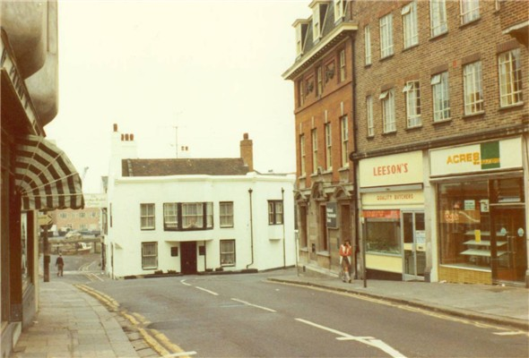 Photo:HIGH ST - TOWARDS BRIDGE INN