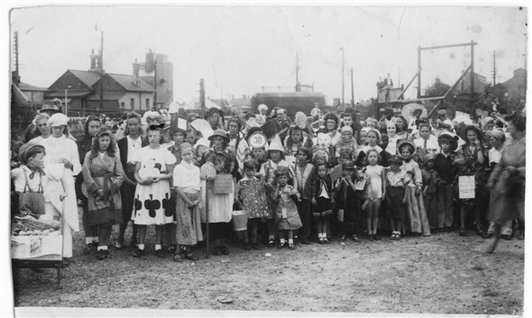 Photo:NEWHAVEN CARNIVAL - 1947