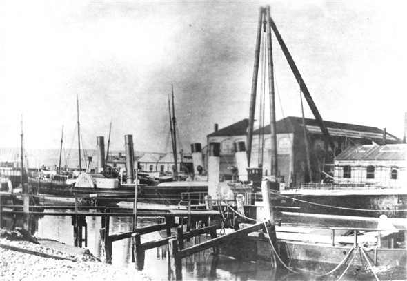 Photo:East Quay and the Shearlegs - c1900