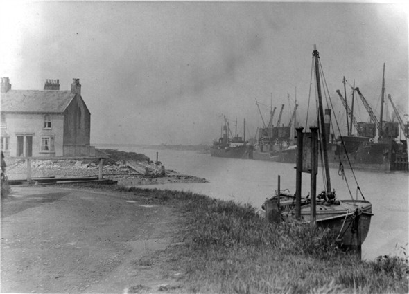 Photo:Old Riverside Track / Sefton Terrace / North Quay - 1909