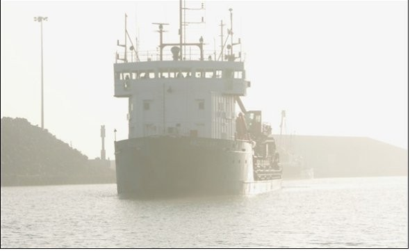 Photo:Dredger in the mist