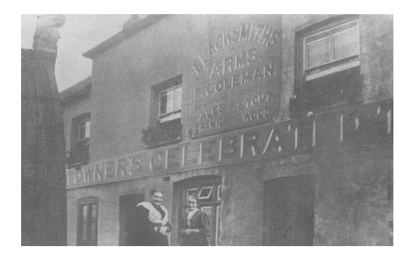 Photo:Blacksmiths Arms c1914