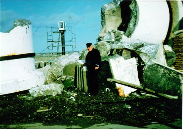 Photo:Demolished West Pier Lighthouse with Sid Clark
