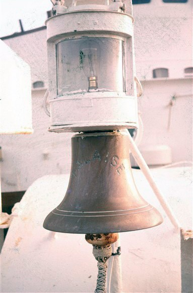 Photo:Ship's bell clearly showing her name.