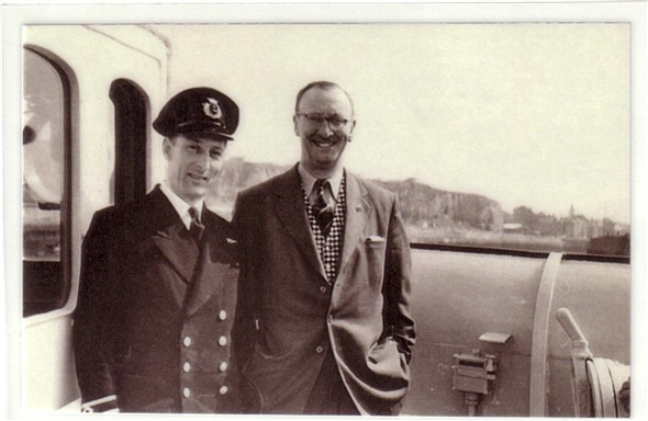 Photo:Picture of George Wood 2nd officer on the bridge of Londres.  Anyone know the other man
