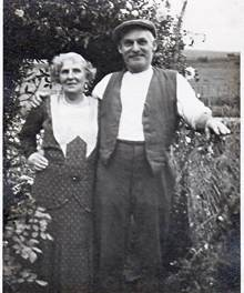 Photo:George Young & Nellie (nee Medhurst) c1930