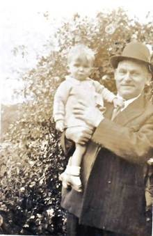 Photo:George Young with Grandson Robert Young, c1938