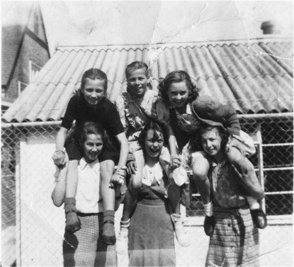 Photo:Top Row - Margaret Downey, Kathleen Carey, Joan Ladd,- Bottom Row - Pat Bird, Margaret?, Katherine Heath