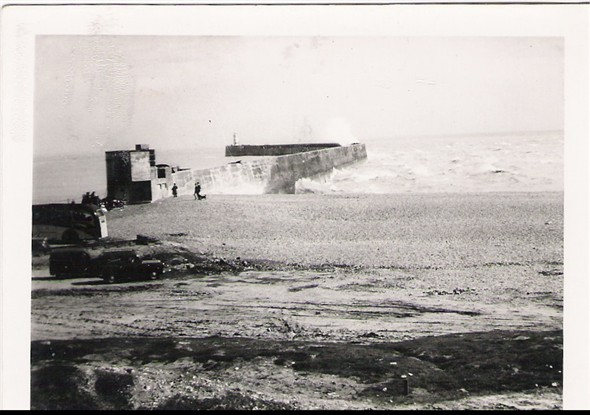 Photo: Illustrative image for the 'BREAKWATER POSTCARD' page