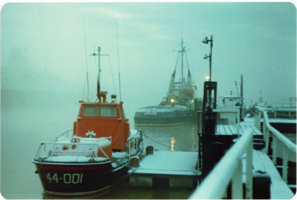 Photo:The Lifeboat & Tug Meeching under the snow