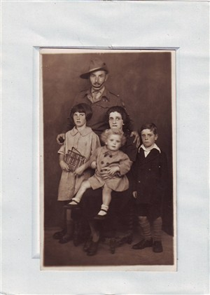Photo:George Mitchell with his wife (who was known as Fuzz) and their three children.