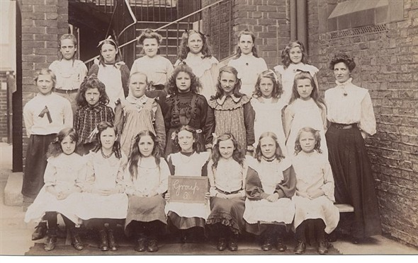 Photo:Newhaven Board School Girls Group 3