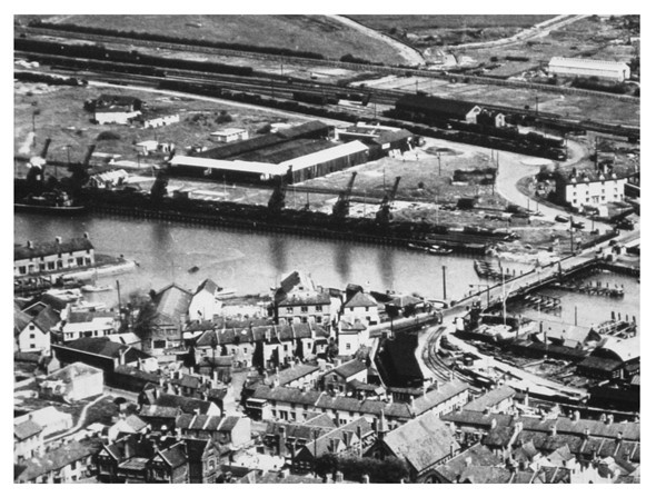 Photo:North Quay late 1940's