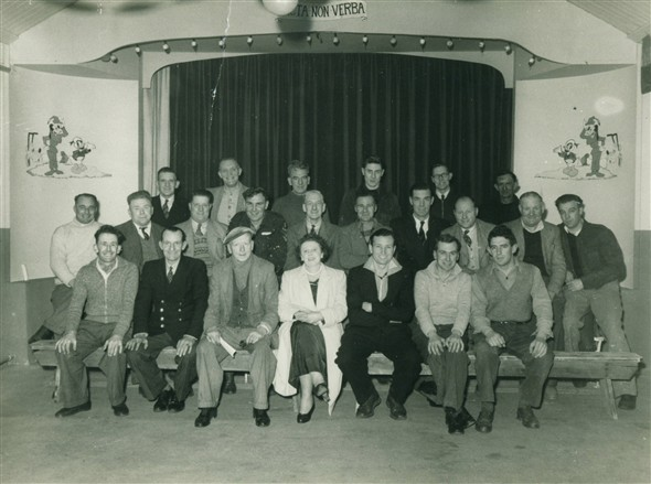 Photo:BACK ROW - Bern Kingswood , Jim Strudwick , Milligan , ? , ? , ? , ? - MIDDLE ROW - Commons , Simmonds , Easton , Todd Sparshott , Bert Richardson , ? , Bill Smith , ? , ? , Den Harvey - BOTTOM ROW - Ern Pooley , Fred Holden , The Guvnor Dartnall , Mrs Cole , Bob Cobden , Char Ranssome , Ron Carver.