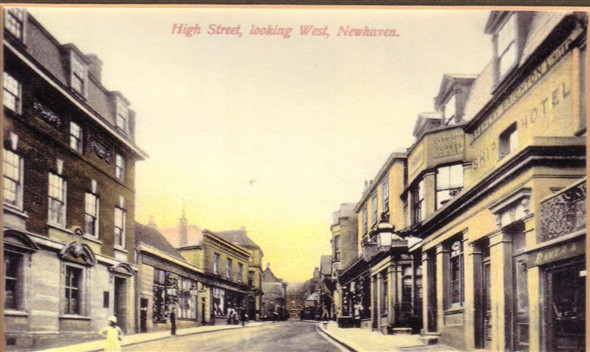 Photo:Looking up the High Street