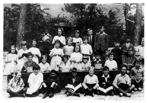 Photo:S Heighton School sometime in the 1930's