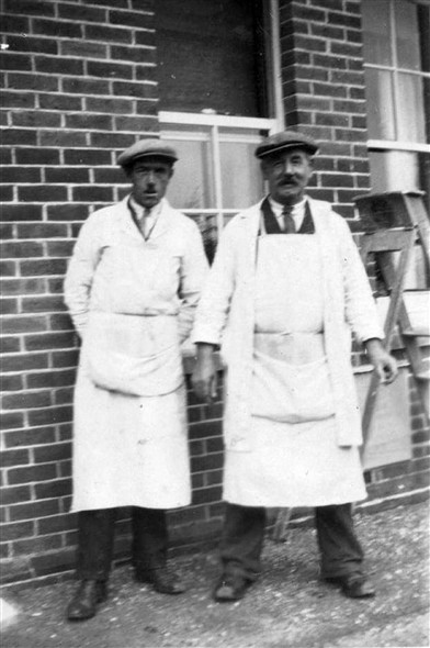 Photo:My Grandad Ernest Howard on left any one know who the other chap is?