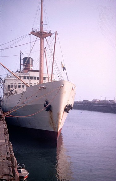 Photo:A handsome ship built 1949 and scrapped in 1971. Note the tiny pilot boat alongside the quay used around 1970!