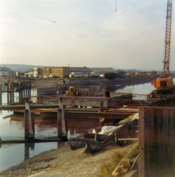 Photo:Building the base for the new bridge