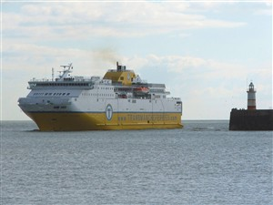 Photo:Cote d'Albatre rounds the breakwater for the first time.