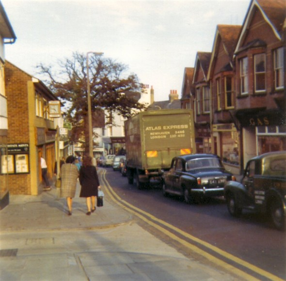 Photo:Looking down the High Street from outside the Post Office