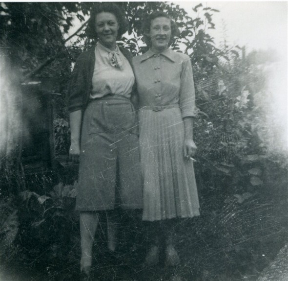 Photo:Photo 4: unknown woman on left, Marcia Stapley [right], early 1950s