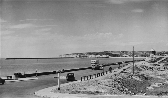 Photo:Seaford Bay and Newhaven breakwater