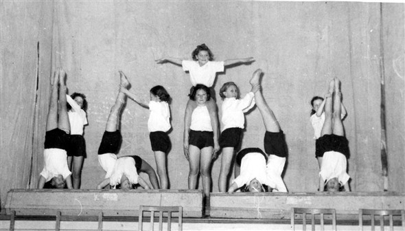 Photo:Who are the gymnasts in this photo?
