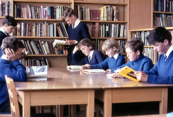 Photo:Studying in the library