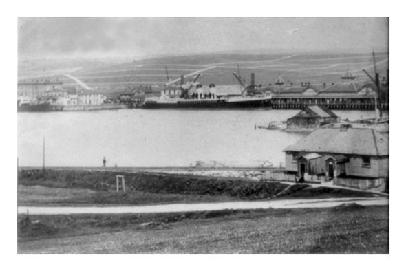 Photo:Mount Pleasant Estate provides the backdrop for this photograph of Newhaven Harbour Continental Berth and Sleepers Hole c.1905. It is clear that additional roads have been marked out for inclusion in the Mount Pleasant Estate Scheme. However, they never materialised.