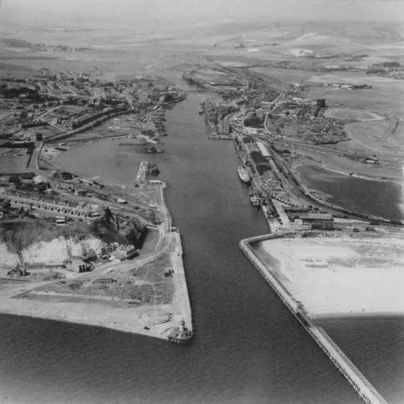 Photo: Illustrative image for the 'NEWHAVEN HARBOUR AERIAL VIEW 1949' page
