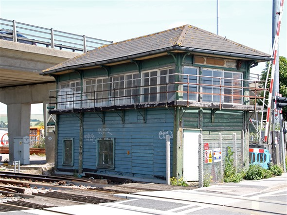 Photo:Newhaven Town Signalbox a few hours before its demolition