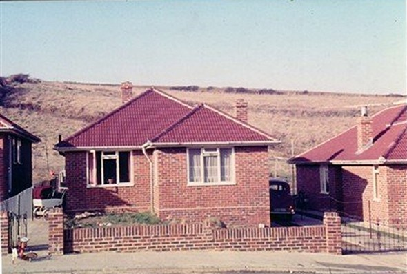 Photo:Bungalows in Valley Road